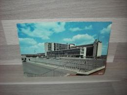 Luchthaven Brussel-Nationaal - Het Luchthavengebouw - Brussel Nationale Luchthaven