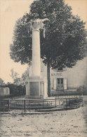 38 SAINT ANDRE LE GAZ  Coin Du VILLAGE  MAIRIE Et MONUMENT Aux MORTS - Saint-André-le-Gaz