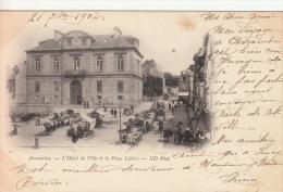 50 - Avranches - L´Hôtel De Ville Et La Place Littré - Avranches