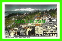 NÉPAL, ASIE - KINCHENJUNGA WITH DARJEELING TOWN - - Népal
