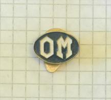 OM - Officine Meccaniche (Milano Italy) (buttonhole) Button / Vieux VOITURE AUTO CAR AUTO Lastwagen CAMION TRUCK LKW - Unclassified