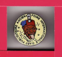 Pin´s 1° FOIRE INTERNATIONALE D' ART PUBLICITAIRE ANCIEN - Militaria