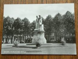 Standbeeld Gebr. Van Eyck / Anno 1967 ( Zie Foto Voor Details ) !! - Maaseik