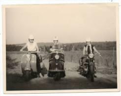 25155  -  Ancienne  Moto  Et  Vespas   Photo  12  X  9 - Motos