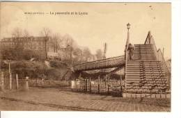 MORLANWELZ - La Passerelle Et Le Lycée. -  (MARIEMONT - CARNIÉRES - LA HESTRE). - ESCALIER  - PASSAGE à NIVEAU. - Morlanwelz