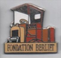 Superbe Pin´s En EGF , Transport Camion , Fondation Berliet - Transports