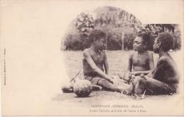 NOUVELLES HEBRIDES - MALICOLO - JEUNES ENFANTS ET FRUIT DE L'ARBRE A PAIN. - Vanuatu