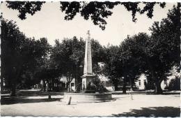 VAR 83 AUPS   FONTAINE MONUMENTALE ET LE COURS - Aups