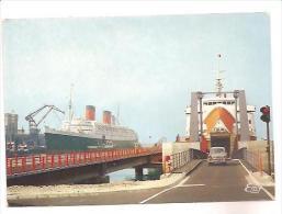 CPSM 50 CHERBOURG Le Car-ferry Viking1 Et Le Queen Elisabeth En Gare Maritime 1968 - Cherbourg