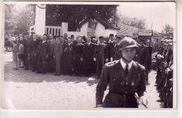 24 Bergerac - Défilé Militaire Fête - CARTE PHOTO - Civiles Gendarmes Devant Portail - Affiche Maréchal Pérain - Bergerac