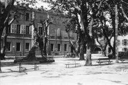 VAR 83 AUPS Le Cours Et La MAIRIE MONUMENT AUX MORTS - Aups