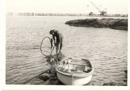 ST-RAPHAEL 83- Pecheur Et Barque 6construction De La Digue Années 1960 12,5 X 9cm - Foto's