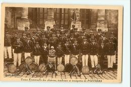 POITIERS - Union Fraternelle Des Clairons , Tambours Et Trompettes : Superbe Plan De La Fanfare - Ed. Remblier - 2 Scans - Poitiers