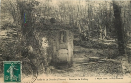 86 Forêt De LA GUERCHE - Fontaine De Prélong CPA Ed. Phot. C. Algret - France