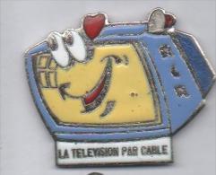 Beau Pin´s En EGF , Média , RCR , La Télévision Par Cable , Signé Saggay ( Manque émail Dans Un Coeur ) - Medien