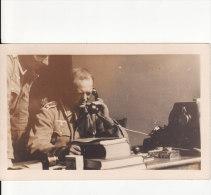 Carte Postale Photo Militaire Allemand 2ème Guerre - Soldat Dans Bureau Au TELEPHONE- Photo Anonyme - - Guerre 1939-45