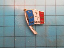 (pin713i) Pin´s Pins / Thème : MILITARIA /  NORMANDIE D DAY 6 JUIN 1944  BAYEUX 14 JUIN 1944 16 JUIN 1947 / Marquage Au - Militaria