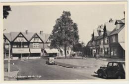 Weybridge - The Quadrant: OLDTIMER CARS, MORRIS TEN,  PHONE BOX, BICYCLES - Streetscene - Car/Auto/oViture - England - PKW