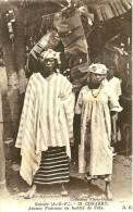 Guinée. Konakry. Jeunes Femmes En Habits De Fète. - Guinea