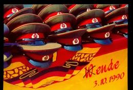 BERLIN * POSTAL CARD * FALL OF THE WALL * MILITARY CAP * END OF DDR 1990 * MINT - Berlin Wall
