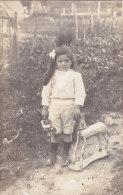 ¤¤  -   Carte Photo Non Située   -  Petite Fille Avec Un Cheval De Bois    -  ¤¤ - Jeux Et Jouets