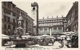 Italie - Verona - Piazza Erbe E Fontana Della Madonna (marché) (qualité Photo) - Verona