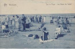Wenduine    Sur La Plage   Lles Bains De Soleil         Scan 5040 - Wenduine