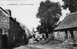 Cpa -  LANDERNEAU  -  La Rue De Daoulas - Landerneau