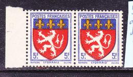 FRANCE N° 572 5F BLASON DU LYONNAIS DECALAGE DE L'ECU  NEUF SANS CHARNIERE - Curiosità: 1941-44  Nuovi