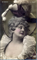 """-- YVONNE DE MORLAIX --     """"CIGALE  """"   --- CARTE PHOTO COLORISEE 66 1911 - Entertainers"""