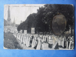 65-LOURDES La Procession A L'esplanade , Très Animée - Lourdes
