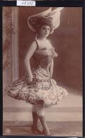 Grand Chapeau, Décolleté Bas Corset Et Robe Haute Ca 1904 (12´055) - Mode