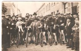 """Photo Cyclisme """" Guerre 40 / 45 """" Un Groupe De Cycliste Avec L'étoile De David  """"W D S W """" - Cyclisme"""