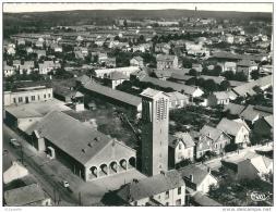 MONTLUCON  -  Vue Aérienne Sur L,église  STe Thérese   ( Quartier Des Marais ) CARTE RECOUPEE,1,2cm - Montlucon