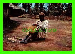 CAMEROUN - FAIRE DU BEAU - PHOTO L. BRUN - LIBR. ST-PAUL - - Cameroun