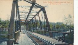 ( CPA ÉTATS UNIS )  WATERBURY  /  CONNECTICUT  /  Trolley Bridge, Crossing Naugatuck River  - - Waterbury