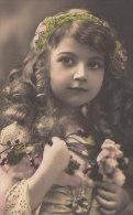 CPA  Artistique  Bonne Année   Jolie FILLETTE Bouquet De Roses   Pretty Cute Girl   1911 - Portraits