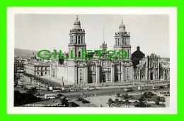 MEXICO - CATEDRAL Y ZOCALO - TRÈS ANIMÉE DE VIEILLES AUTOBUS - - Mexico