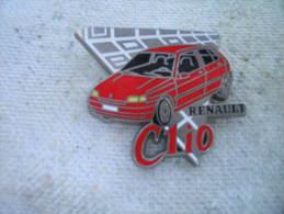 Pin´s RENAULT Clio De Couleur Rouge. (ARTHUS BERTRAND) - Renault