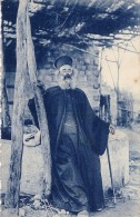 LIBAN - BEYROUTH - PRETRE GREC REVENANT DU MARCHE - LE 13-10-1926. - Liban
