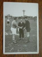 Voetbal Vlaggetjeswissel (?) - ( Te Identificeren ) Anno 19?? ( Voor Details Zie Foto ) ! - Sports