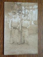 SOLDATEN / MILITAIR / SOLDIERS Met Wapen Aan KAMP / TENT - ( Te Identificeren ) Anno 1915 ( Voor Details Zie Foto ) ! - Guerra, Militari