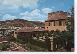 (UU41) GRANADA. PATIO DE MACHUCA, AL FONDO EL ALBAIZIN - Granada