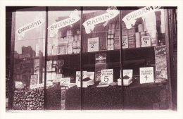 Postcard Grocer´s Shop Window Christmas 1910 Nostalgia Dried Fruit Biscuit Tin Repro - Shops