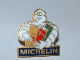 Pin´s - MICHELIN BIBENDUM Cartes Routières - Pin's