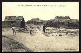 CPA ANCIENNE- FRANCE- LE BARCARES (66)- LES CABANES DE PECHEURS EN GROS PLAN- CONSTRUCTIONS EN ROSEAUX- ANIMATION - France