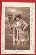Z0473 Femme En Manteau De Fourrure Et Bouquet De Gui. Circulé - Donne