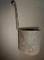 18e Ou 19e Siecle Ancienne Mesure à Liquide En Fer  (dinanderie Ou Ferblanterie) - Ferro Battuto