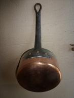 Casserole Ancienne  Cuve Cuivre Massif étamé , Poignée Fer Forgé Fixation Par Rivetage - Cuivres