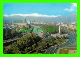 SANTIAGO, CHILE - PLAZA ITALIA, CON VISTA CORDILLERA DE LOS ANDES - - Chili